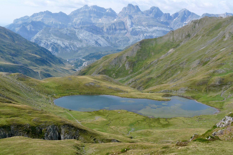Camino aragones mountains and lake